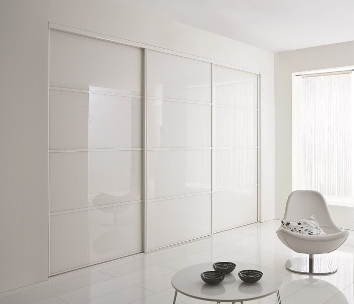 armoire blanc laque porte coulissante good armoire laque blanche portes italya with armoire. Black Bedroom Furniture Sets. Home Design Ideas