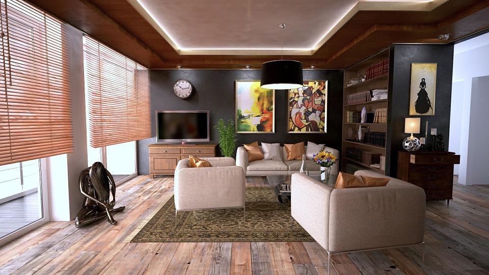 Salon avec parquet au sol.