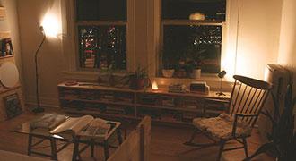 Salon correctement rangé grâce aux meubles de rangement