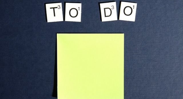 "Inscription ""To do"" au dessus d'un post-it."
