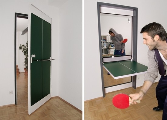 Porte qui se transforme en table de ping pong.